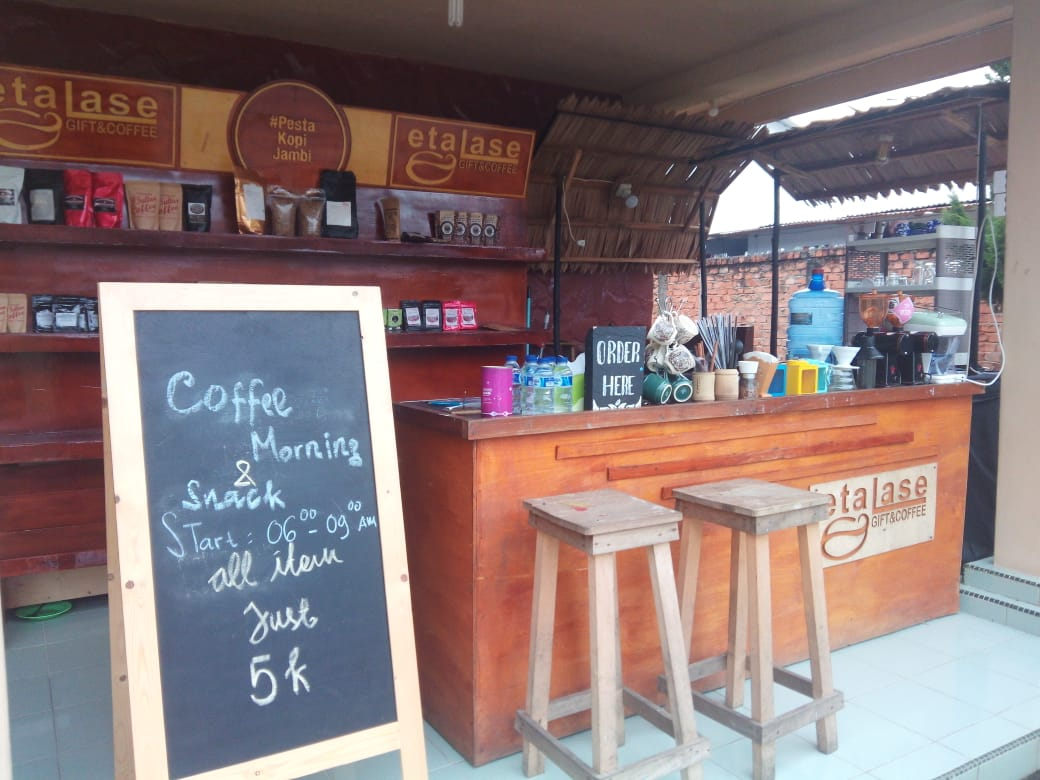 "etalase ""gift and coffee"""